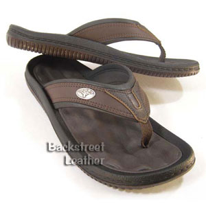 Leather-trimmed flip flops with emblems